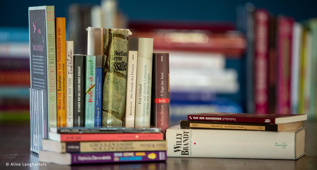 Bücher auf dem Tisch